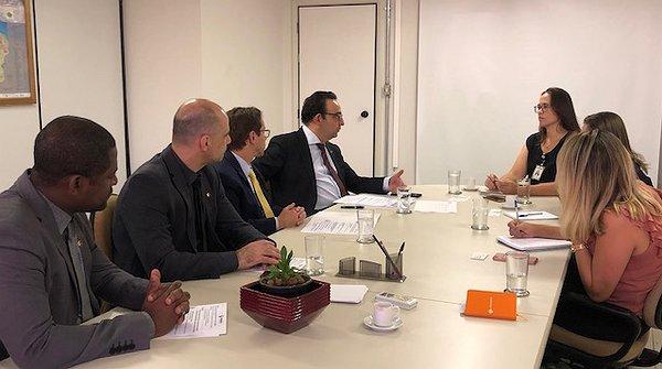 Fenacon discute fortalecimento de entidades representativas com Secretaria da Presidência